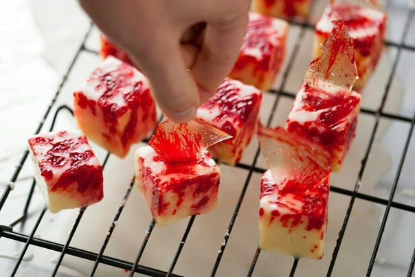 Nice idea for Halloween - bloody cakes with sugar glass