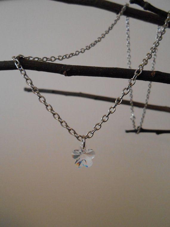 Collana con ciondolo a forma di fiore / di BlueBupCreations, €10.00