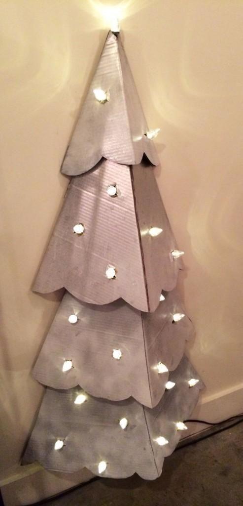 Árbol de Navidad DIY - Cartón y luces                                                                                                                                                                                 Más