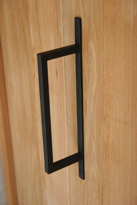 Handvat deur of kast  referentie stijl kozijnwerk. Interessante combinatie met hergebruikte (en gebleekte) deuren?