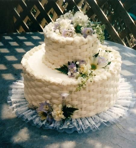 A small basket weave cake for an anniversary celebration with fresh flowers by Lorelie@wedding-cakes-for-you.com