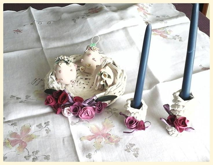 intrecci primaverili: vassoio con rose  portacandele con rose nelle tonalità del rosa