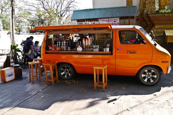 best 25 coffee van ideas on pinterest mobile cafe food trailer and coffee truck for sale. Black Bedroom Furniture Sets. Home Design Ideas