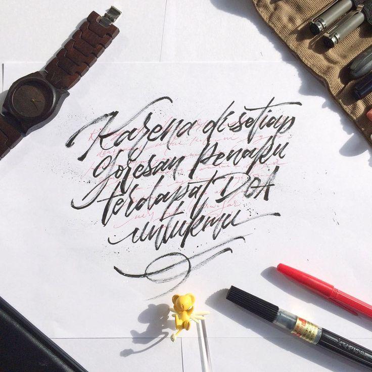 Karena di setiap goresan penaku terdapat doa untukmu. . Mungkin itu salah satu alasan yang membuat saya begitu menyukai segala tentang kaligrafi/lettering. Begitu menyukai prosesnya. Karena gak tau kenapa, setiap project, bahkan setiap goresan itu kayaknya selalu mengajarkan sesuatu yang baru kepada saya. . Seperti hidup yang memang penuh dengan proses yang harus kita pelajari. Dan seperti halnya cinta, yang berisi proses untuk selalu saling menghargai. . #letteringmalang