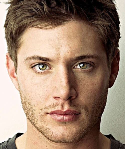 Trying to go to bed. And then i see Jensen Ackles' lovely face. and im just like Dayum.