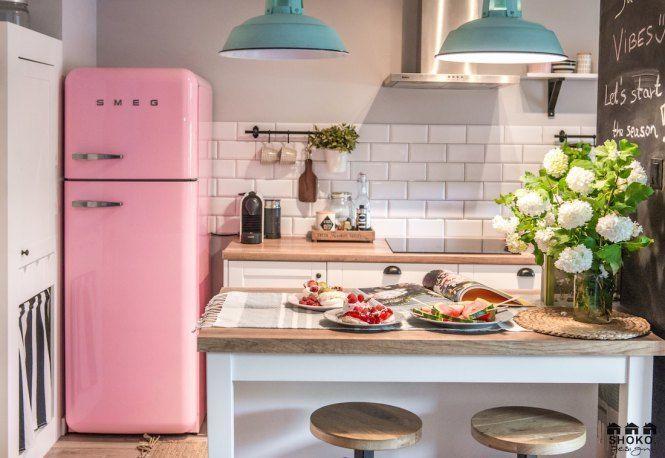 Kitchens with pink smeg fridge // Shoko Design The Definitive Source for Interior Designers Smeg Kitchen, Vintage Kitchen Appliances, Kitchen Living, Vintage Fridge, Retro Fridge, Kitchen Interior, Kitchen Decor, Kitchen Design, Pink Smeg Fridge