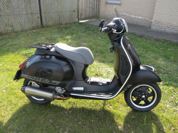 Vespa GTS - Black / single seat