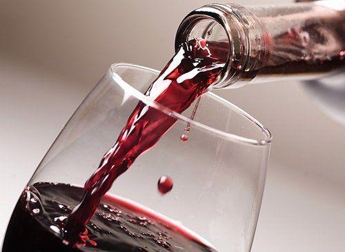 ¿Sabías que beber vino tinto de forma regular y moderada es muy bueno para la salud? En el siguiente artículo te mostramos sus principales beneficios.