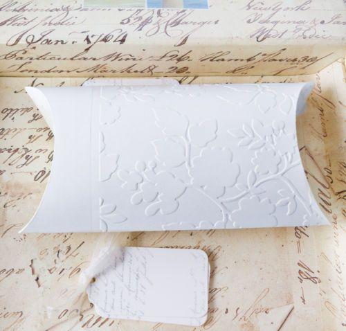 Geschenkbox-Kissenboxen-Pillow-Box-Geschenkschachtel-gepraegt-18-x-9-5-cm-weiss