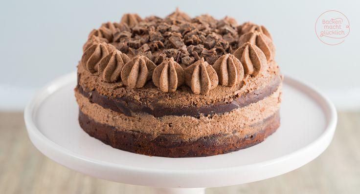 """Das Rezept für diese super schokoladige Torte kommt von """"Backen macht gücklich"""" und es steckt unsere RITTER SPORT Sorte des Jahres Schoko-Brownie drinnen. Mehr Schokolade geht gar nicht :-)"""