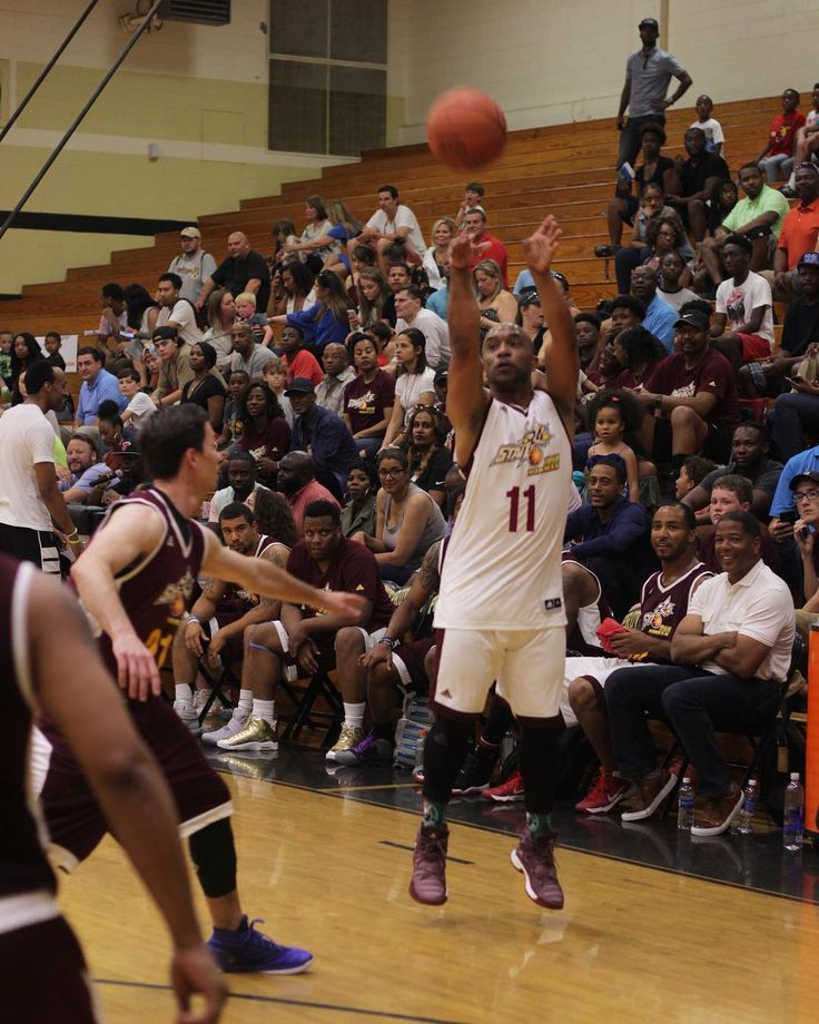 """💢💢💢 """"HAND DOWN MAN DOWN""""....I shoot from the old NBA line not the new one. Good times in Josh Norman celeb game on Saturday. I was just getting warmed until the fire alarms went off 🔥🔥🔥🏀🍴💼 shoutout to @btepinc"""