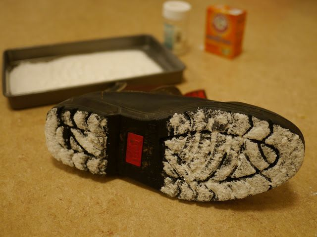 "great idea for making ""santa foot-prints""  I did this when my daughter was little and she loved it!!!!!"