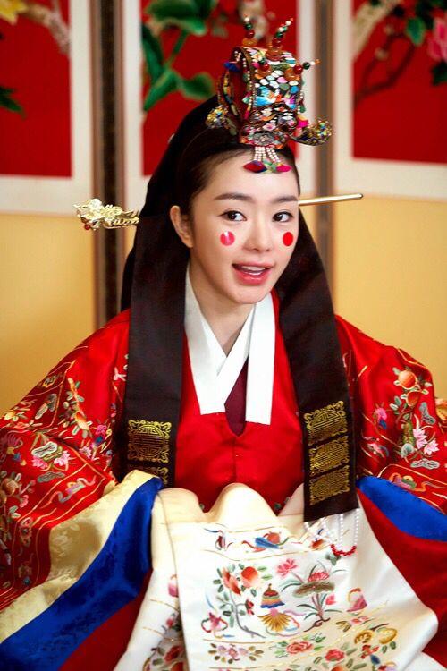 한복 Hanbok : Korean traditional clothes[dress] | bride's headpiece (worn at a Korean traditional wedding), Korean bridal crown