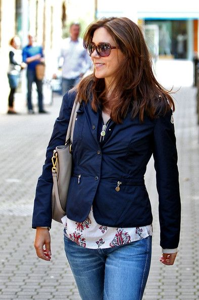 Princess Mary Photo - Mary shops with her sisters