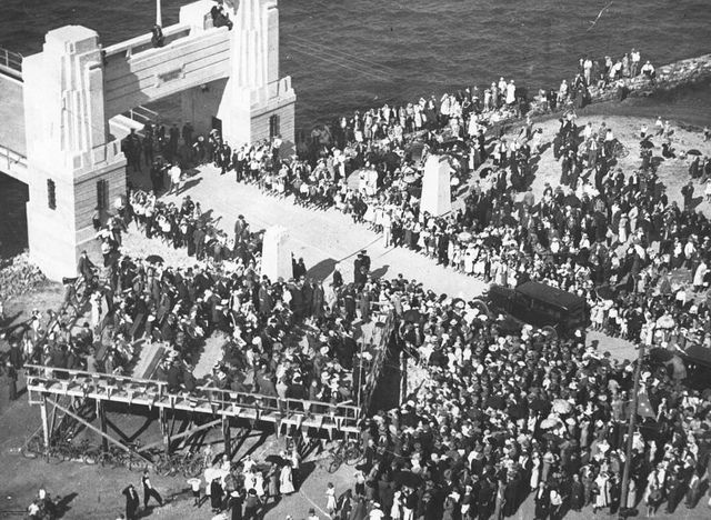 Crowds at the south portal of the Hornibrook Highway bridge on opening day Redcliffe 1935