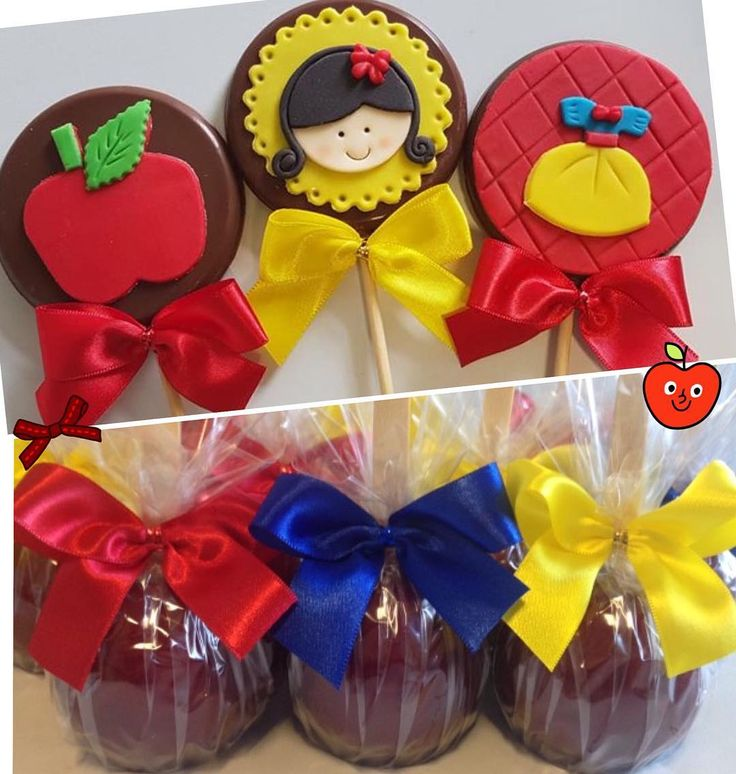 Branca de Neve!  #macadoamor#macadoamorecia#macadechocolate#macadecorada#brancadeneve#festabrancadeneve#temabrancadeneve#lembrancinhas#decoracaoinfantil#festademenina#macatradicional#maçãcaramelada#vestido#party#partydeas#snowwhite#snowwhiteparty#pirulitodecorado#pirulitodechocolate#lollipop#apple#loveapple