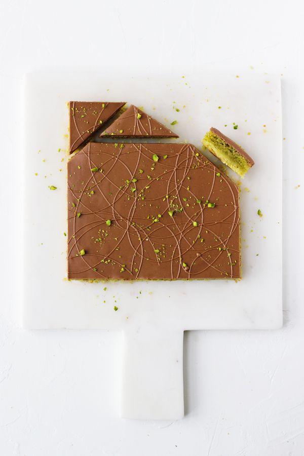 Pistaciesnitter. Sprød mørdej, saftig pistaciefrangipane og sød, blød nougat | Maja Vase, Maj 2016