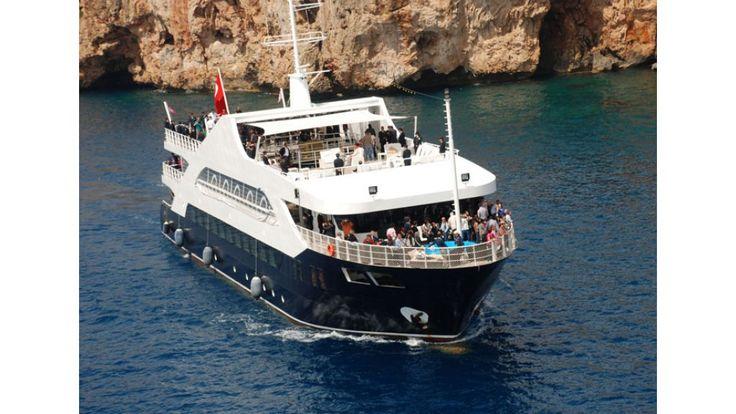 bateau daily de 52 m pour excursion croisière animation discothèque restaurant pour 700 passagers avec bar restaurant salle de réunion piscine club terrasse
