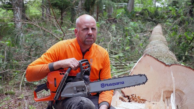 So, we got our hands on a pre production Husqvarna 572xp. The purpose was to test it out and give the new chainsaw a first review. To make it properly we h
