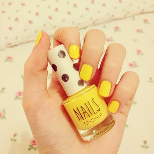I don't really care for yellow, but I'd definitely give this look a try.
