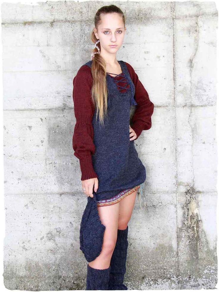 Vestito Cecilia simple #Vestito manica lunga Cecilia simple #Vestitocorto a maniche lunghe lavorato a mano con #lana d'#alpaca - disegno etnico - due colori combinati a contrasto - rifinito all'#uncinetto #modaetnica #ethnicalfashion #alpacaswhool #lanadialpaca #peruvianfashion #peru #lamamita #moda #fashion #italianfashion #style #italianstyle #modaitaliana #lamamitafashion #moda2016 #fashion2016 #winter #winterfashion #dress