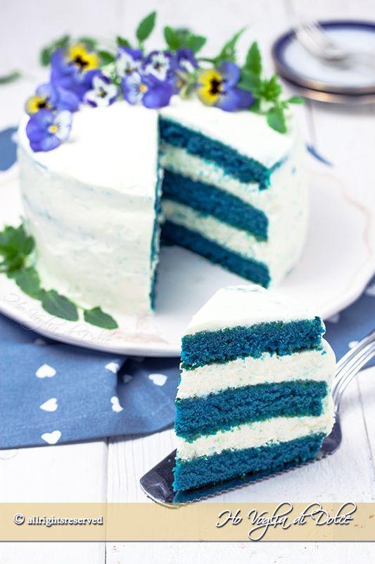 Stanchi del solito rosso? Oggi vi presento la blue velvet cake! La versione in blu della tradizionale red velvet! Giorni fa stavo preparando l'ennesima, alta, bella red velvet che adoro alla follia, f