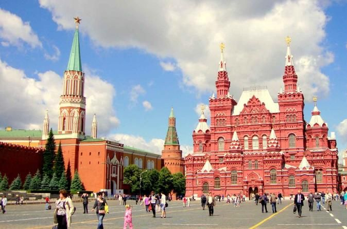 Moscow Private Red Square and City Tour See Moscow with a friendly local guide on a 3-hour private tour. You will gain insight into the cultural and local history as well as an introduction to getting around downtown Moscow. Find out the legend about Mosoha and Kva and how Moscow was formed. Check out what world-known landmark is places on 100-rubles banknote and see it live! Soak up the atmosphere on Red Square and take pictures of the tallest and most beautiful Kremlin tower...