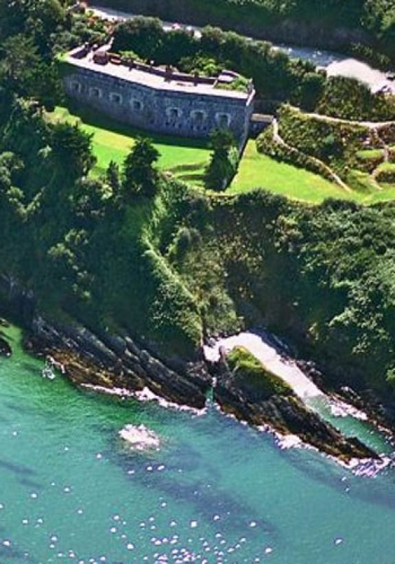Polhawn Fort, Cornwall - A romantic clifftop wedding venue