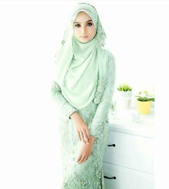 Wedding hijab in mint green ( vedimiastudio )