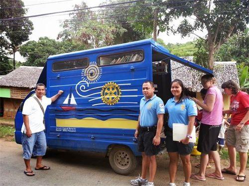 Bibliobus Boracay Filipijnen.jpg