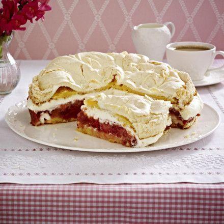 Erdbeer-Rhabarber-Torte mit Baiser Rezept