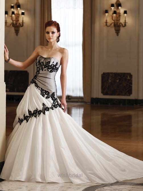 Two Tone Color Wedding Dress With Black Lace Decoration