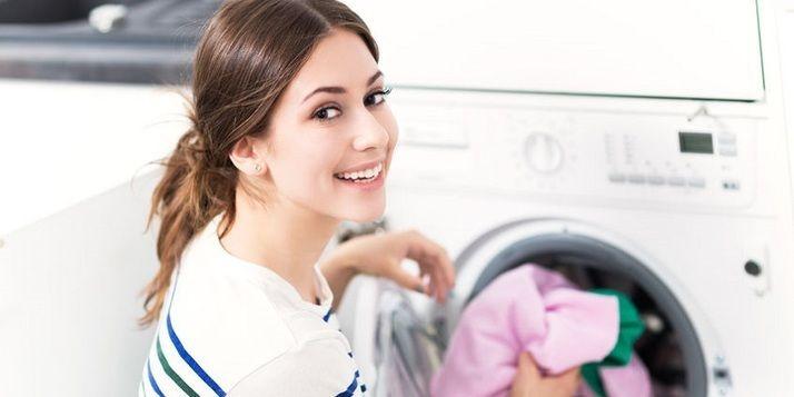 Stinkende wasmachine? Draai een was met dit (goedkope) middeltje