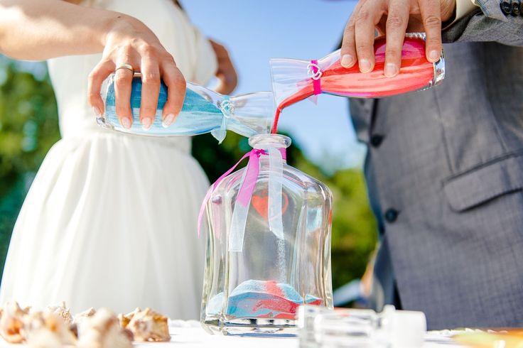 La ceremonia de la arena es la unión simbólica de dos personas. Te contamos todos lo que necesitas saber para organizarlo en tu boda.