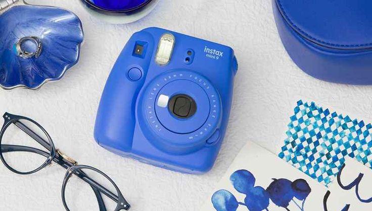 Instax mini 9, la nuova instant camera di Fujifilm Volenti o nolenti viviamo in un'epoca in cui fare fotografie è diventato l'ordine del giorno. Ovunque ci giriamo, vediamo persone scattare istantanee con smartphone e tablet ad ogni genere di cosa.  #macchina #fotografia #polaroid