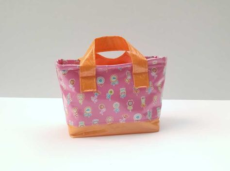 Easy-Clean Lunch Bag Tutorial | Sew Mama Sew | Outstanding sewing, quilting, and needlework tutorials since 2005.