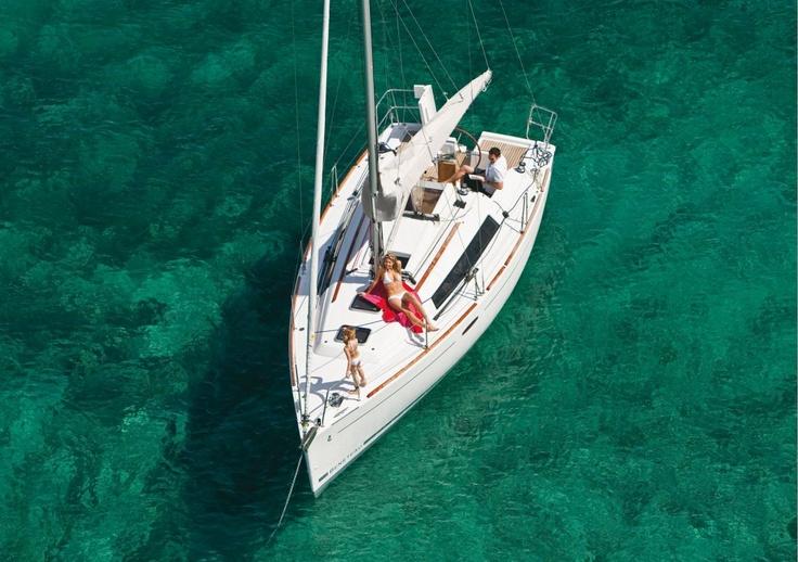 Sailboats Oceanis 31  Sailing Yacht Beneteau