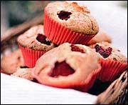 Hallonmuffins med vit choklad