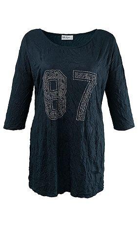 69772970 - T-shirt. T-shirt van crashjersey met wijde, ronde hals en glinsterende'87'-strasprint. Oversized schouders, 3/4-mouwen. Type: A-line. materiaal: 100% polyester. Aan de maat aangepaste lengte ca. 68 - 78 cm.
