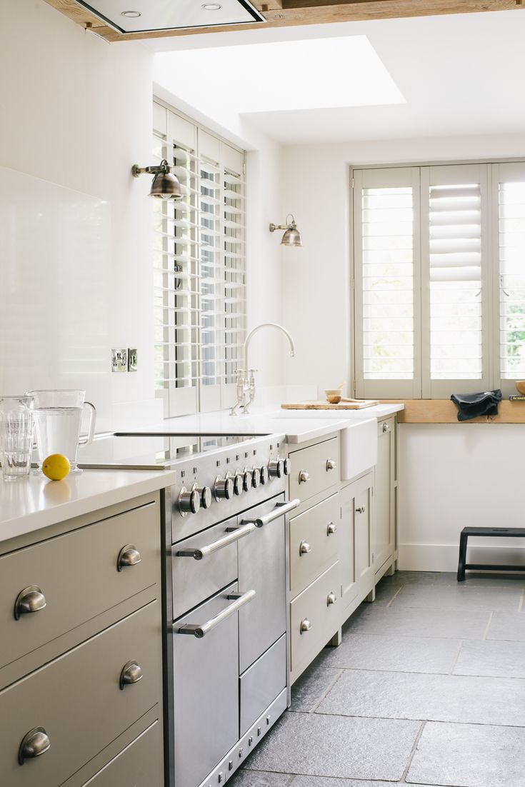 deVOL's Henley on Thames kitchen features a lovely big Mercury range cooker