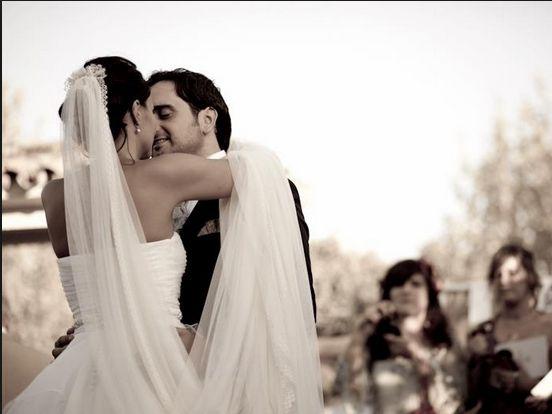 Elige tu canción favorita para el primer baile de tu boda.  #wedding #music #bride #groom