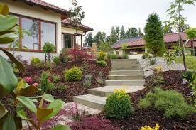 Výsledek obrázku pro zahrady ve svahu