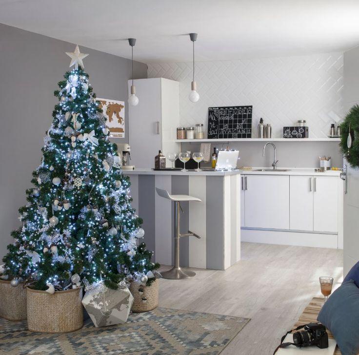 Inspírate en el ártico: deja que los tonos blancos, los azules metalizados y los brillos sutiles invadan tu casa para convertirla en  la  más  elegante.