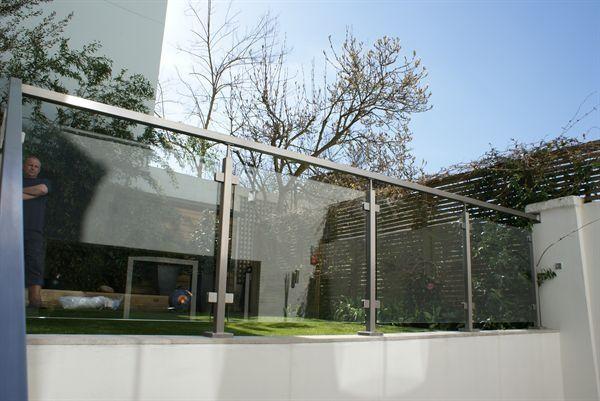 Best 20 barandas para balcones ideas on pinterest for Urban glass fencing