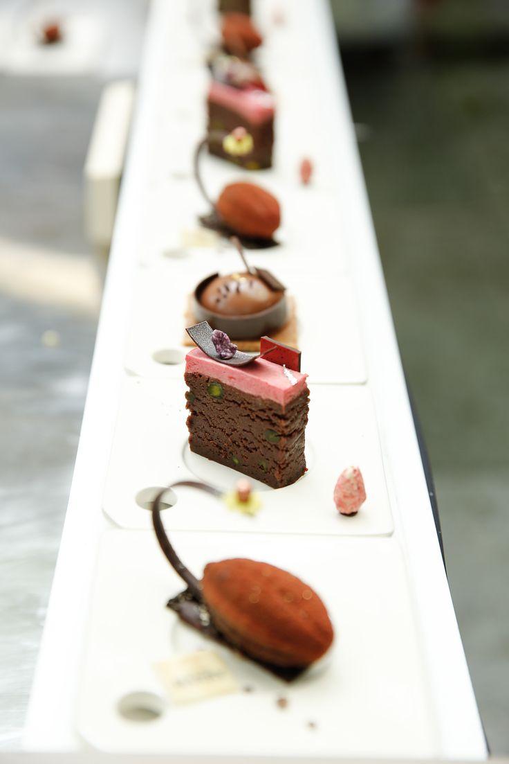 Behind the scene @Jurgenkoens #nilshendricks #CacaoBarry #Creativeday #Purityfromnature #chocolate