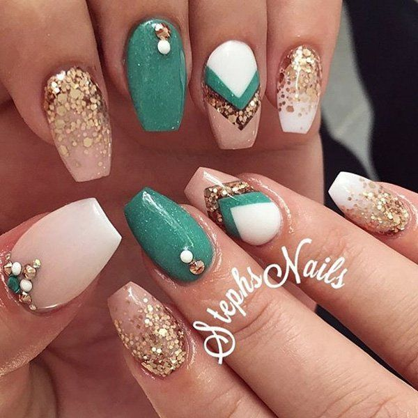 This is a very nice manicure in pastel colors with diamond brilliance and luxurious gold color. With this manicure in the right clothes you will look great. I would like to combine the dress with turquoise green and gold heels.