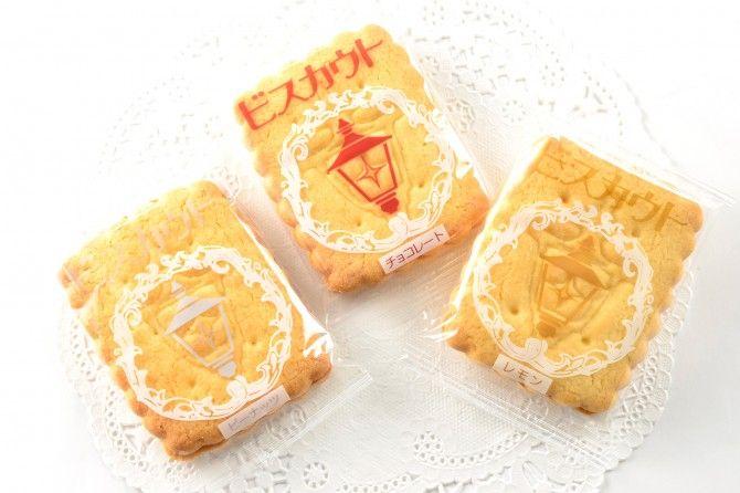 【横浜土産】ガス灯をレリーフした懐かしくて愛しいお菓子。サクサク生地でクリームをサンドした「ビスカウト」|「マイナビウーマン」