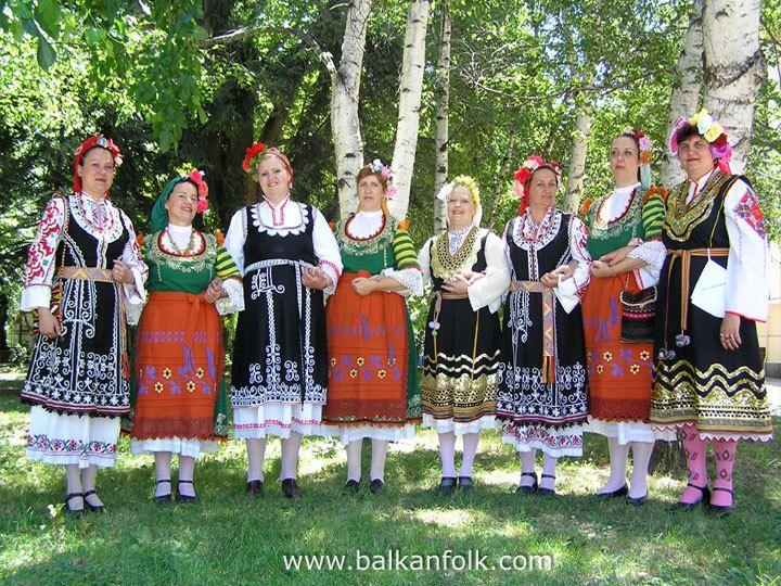 """Bulgarian folk choir Zornitsa at Folklore festival """"Pautaliya 2007"""" - Kyustendil, Bulgaria"""