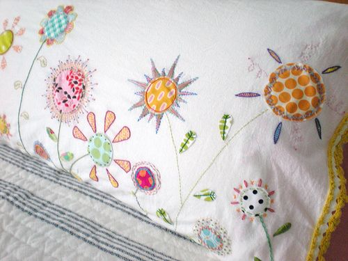 embroidered pillowcase/site has good idea for organizing scraps & 278 best ✓PILLOWCASES images on Pinterest | Cushions Master ... pillowsntoast.com