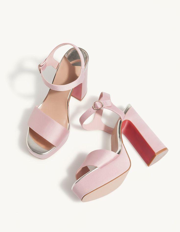 Atłasowe sandały na platformie - Sandały na obcasie | Stradivarius Polska